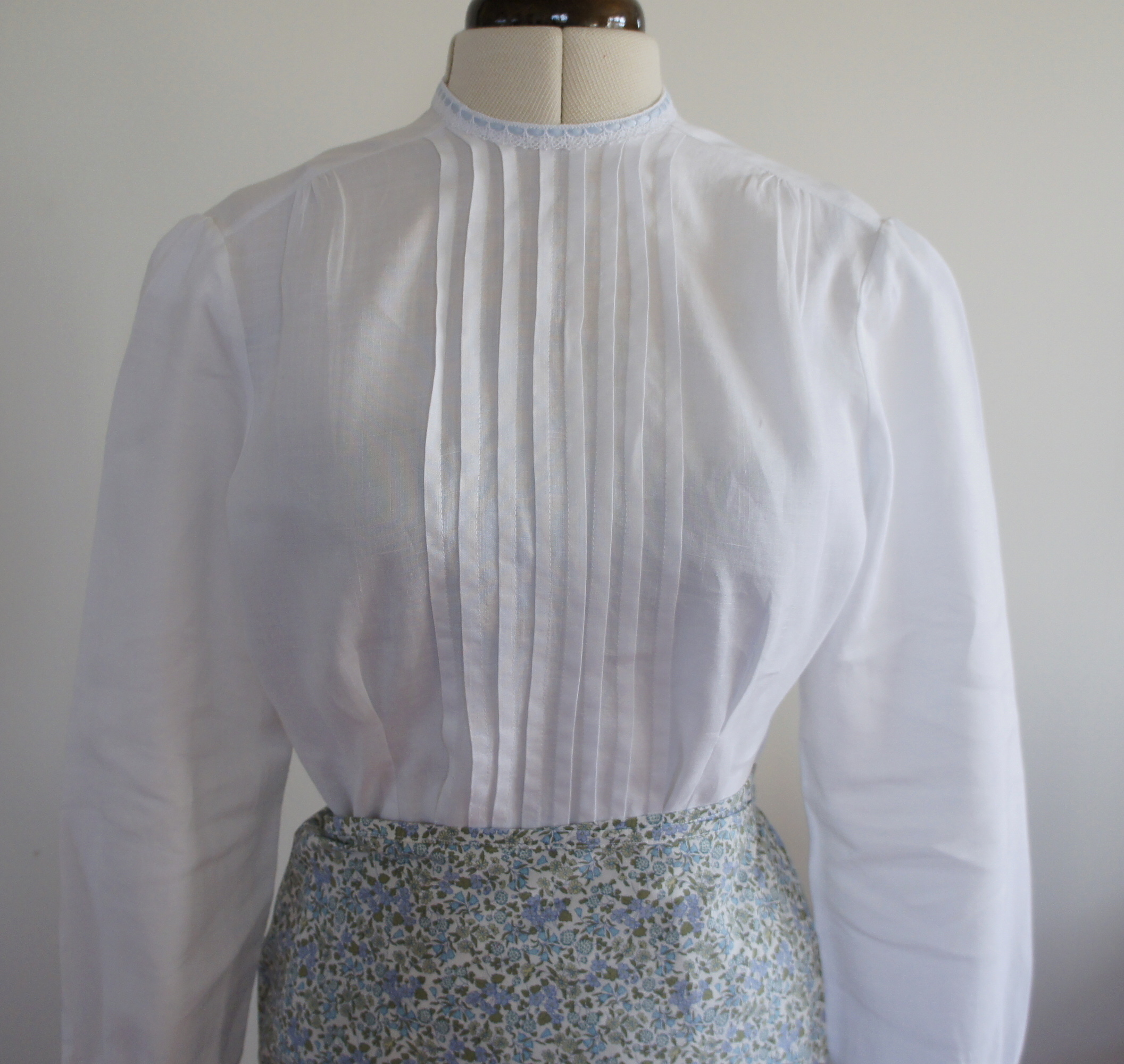 Vintage pin tuck blouse revisited tulle and tweed back when i was undertaking my blouse athon i featured a vintage pattern blouse i made for my daughter vintage pin tuck blouse and mentioned that i would jeuxipadfo Image collections